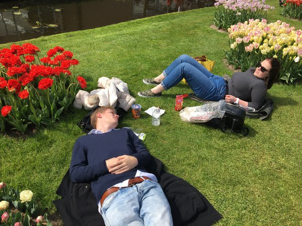 Relaxing after a meal at the Keukenhof