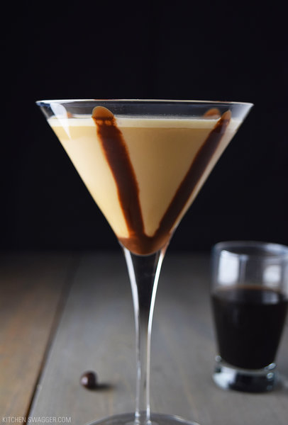 Chocolate Espresso Martini, photo credits: https://kitchenswagger.com/mixology/chocolate-espresso-martini-recipe/