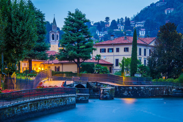 Romantic promenade in Como